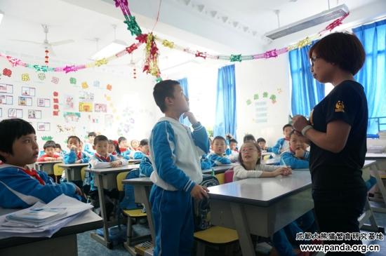 小熊猫讲堂在泡桐树小学开课啦